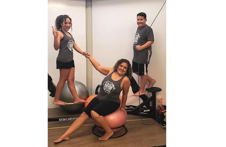 Flávia com seus filhos Bianca e Pedro, alunos Premium