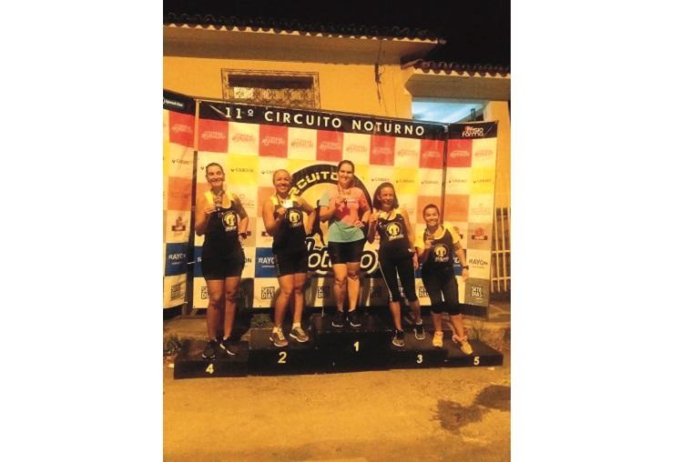 Pódio Speed-Uai feminino: Glaucia, Renata, Josyane, Mabel, Kátia Ferreira