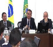 Em reunião com governadores, Maia e Alcolumbre, Bolsonaro pede apoio a congelamento salarial de servidores