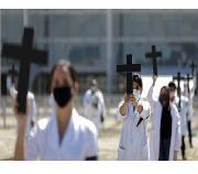 Brasil tem dia com mais registros de mortes por Covid-19 que os EUA