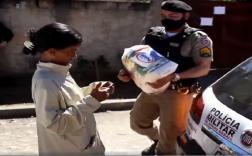 Ação da Polícia Militar distribui alimentos para famílias carentes