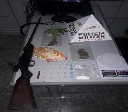 PM prende trio por tráfico de drogas e localiza fuzil no bairro Quintas da Varginha