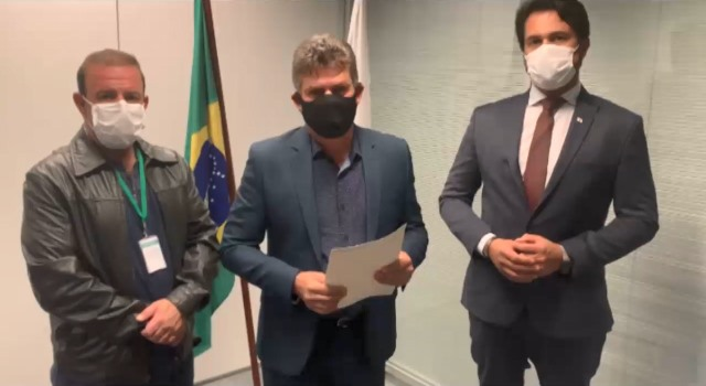 Flávio Pimenta, prefeito Duílio de Castro e o secretário adjunto de Estado de Desenvolvimento Econômico e membro do Programa Minas Consciente, Fernando Passalio