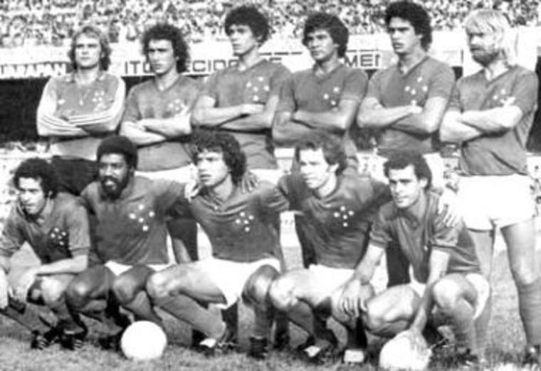 Da esquerda para a direita, Luiz Antônio, Nelinho, Nélio, Zezinho Figueroa, Marquinhos e Mariano; Eduardo Amorim, Mauro Madureira, Roberto César, Alexandre e Joãozinho.